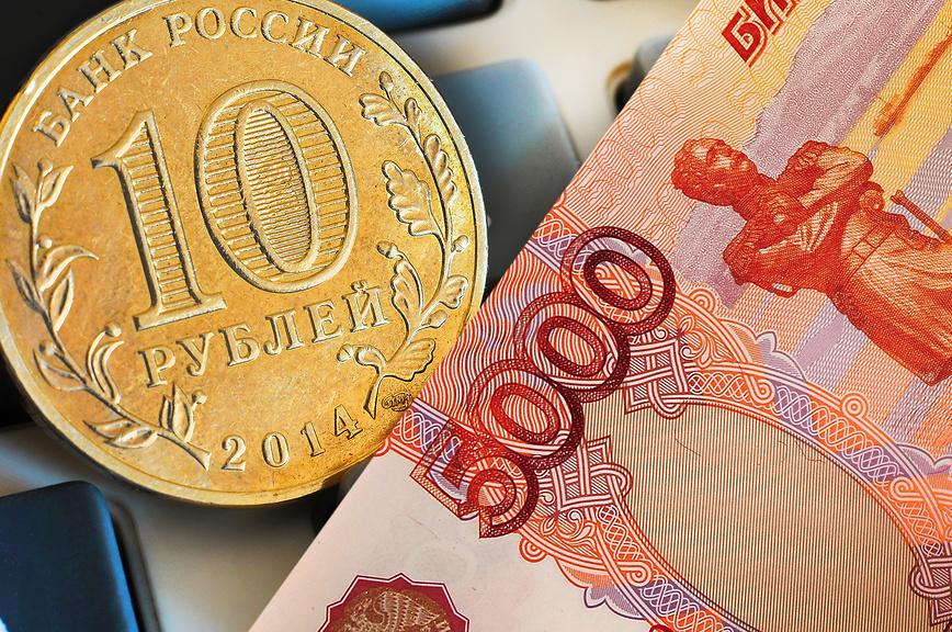 Картинки с денежными купюрами и монетами, днем