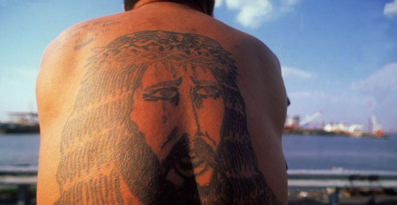 Татуировки повышают риск получить тепловой удар